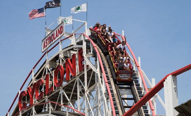 Cyclone-rollercoaster