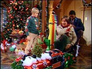 """""""I can't chat now, son, I've gotta deliver these gifts to the kitchen!"""""""