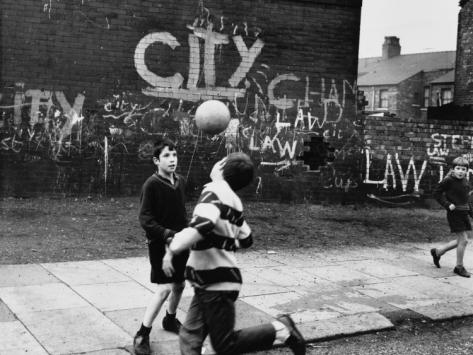 shirley-baker-boys-play-football-in-the-street-moss-side-manchester_i-G-46-4625-SPOFG00Z